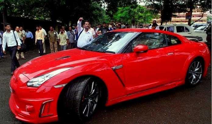 7 भारतीय क्रिकेटर और उनकी पसंदीदा गाडि़यां