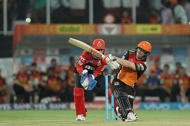 ट्वीटर रिएक्शन: आज वार्नर की तूफानी पारी की बदौलत हैदराबाद ने बंगलौर को 15 रनों से हराया 5