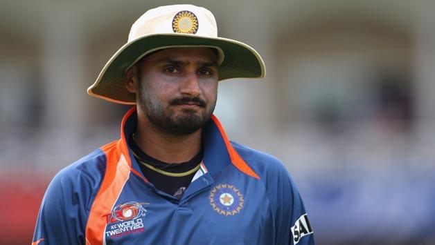 विवादित बयान : हरभजन ने सभी सीमायें लांघते हुए, भारत-अफ्रीका सीरीज से पहले दिया इस दिग्गज गेंदबाज के खिलाफ बयान