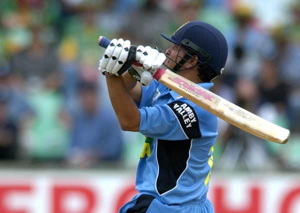 10 दिग्गज बल्लेबाज जिन्होंने एकदिवसीय शतक में नहीं लगाया एक भी छक्का 12