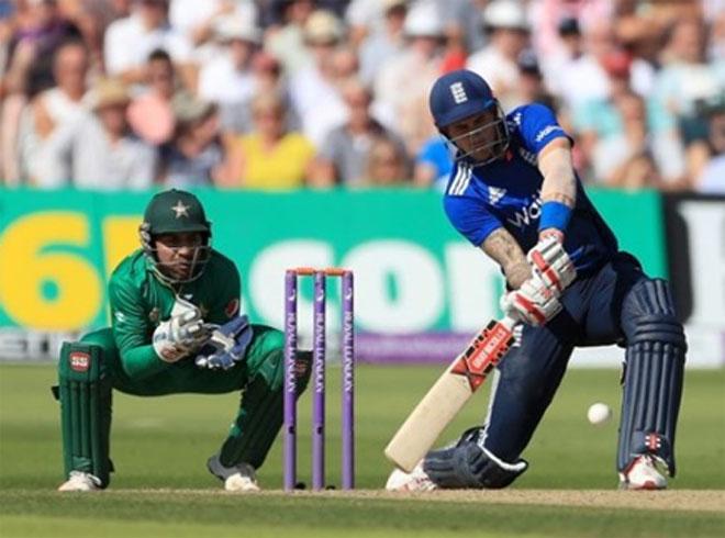 वनडे इतिहास के सबसे बड़े स्को र के सामने पाक ने घुटने टेके, 169 रन से मिली मात 7