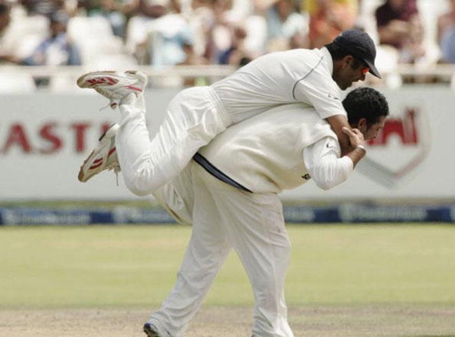 इतिहास के पन्नो से: जब ऑस्ट्रेलिया से हार चुका था भारत, लेकिन सचिन ने की ऐसी गेंदबाजी कि 10 ओवर में ही दिला दिया भारत को जीत