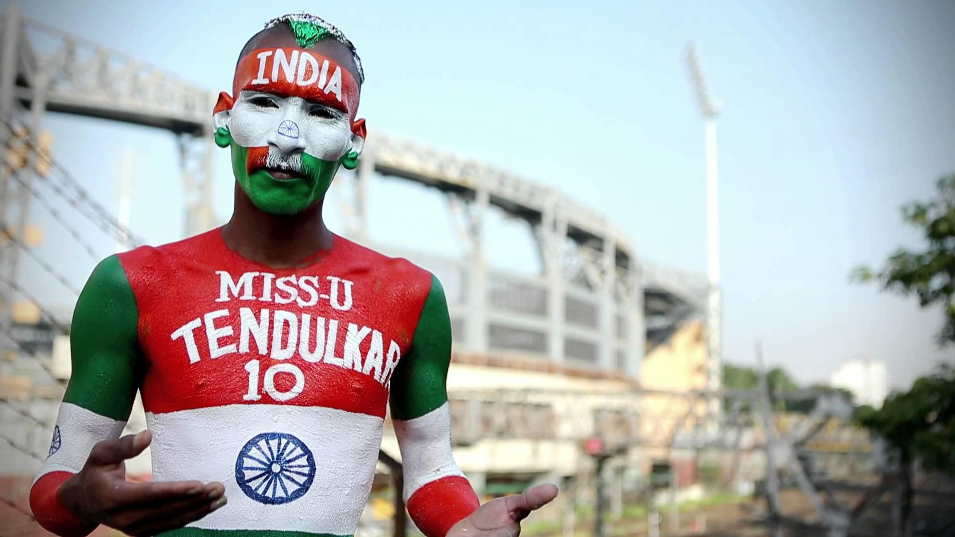 भारतीय टीम का हौसला बढ़ाने अहमदाबाद पहुंचे क्रिकेट फैन सुधीर
