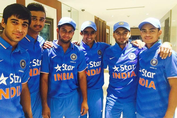 महेंद्र सिंह धोनी ने जिस युवा खिलाड़ी का किया था समर्थन, उसी खिलाड़ी ने घरेलू क्रिकेट में किया बड़ा धमाका 7