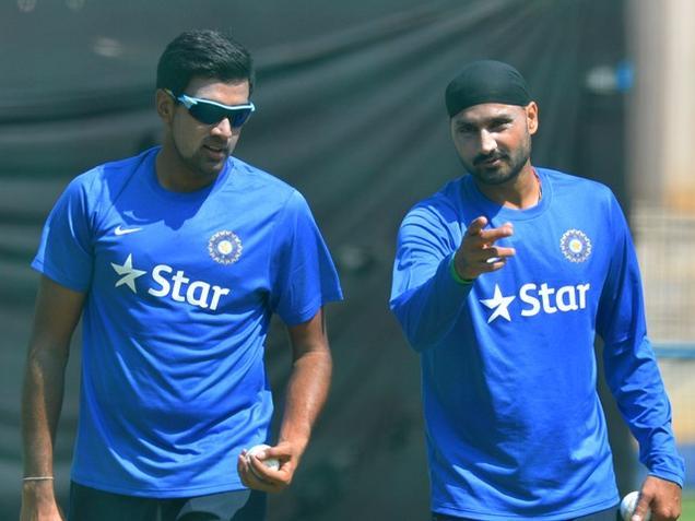 इस खिलाड़ी की जगह रविचंद्रन अश्विन को टी-20 टीम में देखना चाहते हैं हरभजन सिंह 18