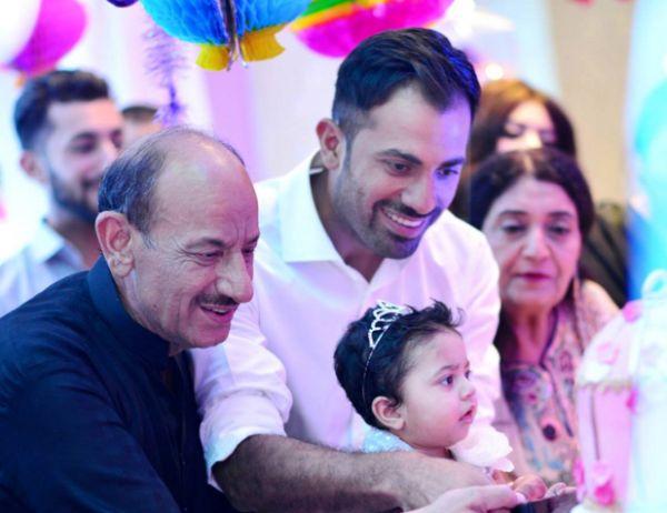 पाकिस्तान टीम के लिए बुरी खबर दिग्गज खिलाड़ी के पिता का हुआ निधन 15