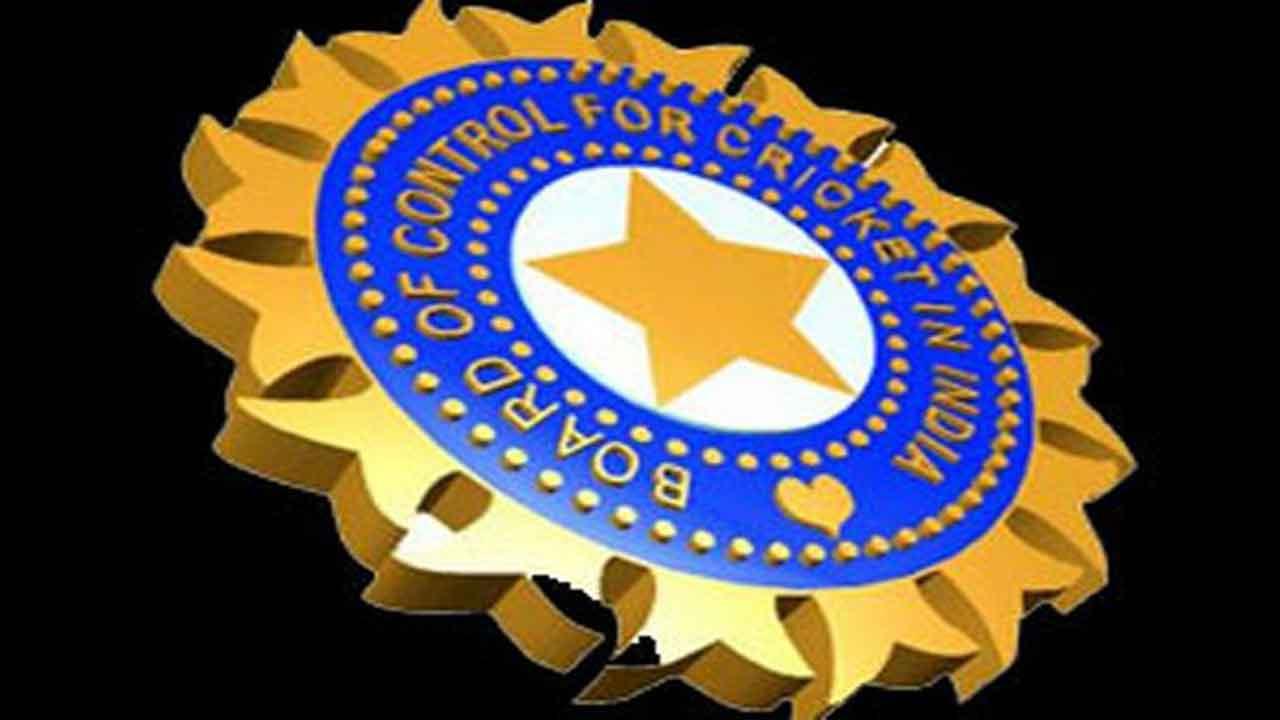 बीसीसीआई ने उठाया बड़ा कदम पहली बार महिला खिलाड़ियों को देगा सम्मान
