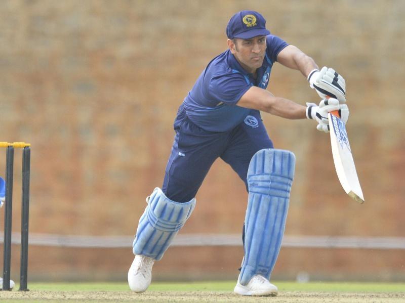 पुणे में उठे पिच के विवाद के बाद ईडन गार्डन्स की विकेट पर 52 ओवर में गिरे 20 विकेट, खुद धोनी ने की पिच क्यूरेटर से बात