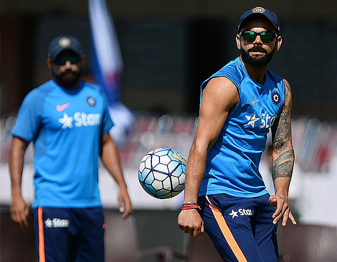 OMG!!!! मोहम्मद शमी की गेंद पर भारतीय कप्तान विराट कोहली हुए चोटिल!