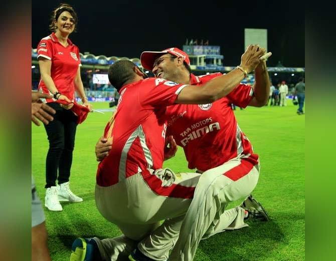 इशांत शर्मा को टीम में शामिल किये जाने के बाद सहवाग ने बनाना चाहा शर्मा का मजाक, लेकिन खुद हो गये ट्रोल