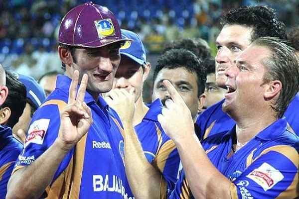 IPL 10: इन 5 गेंदबाजो ने डाले है आईपीएल इतिहास में अब तक के सबसे बढ़िया स्पेल, जब बेबस नजर आये थे विरोधी टीम के बल्लेबाज 30