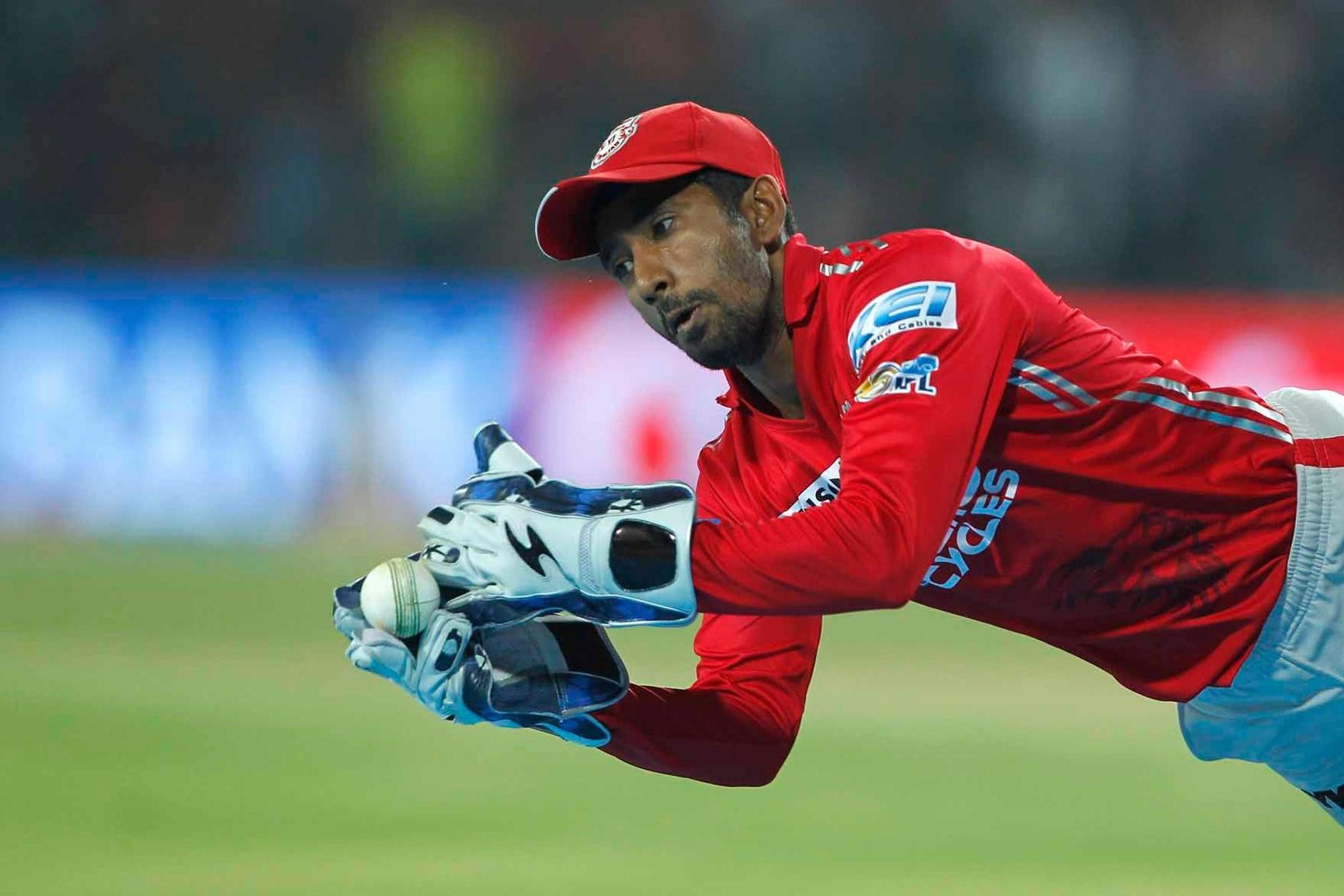 KXIP vs RCB: 13.1वें ओवर में रिद्धिमान साहा ने पकड़ा आईपीएल 10 का सबसे शानदार कैच