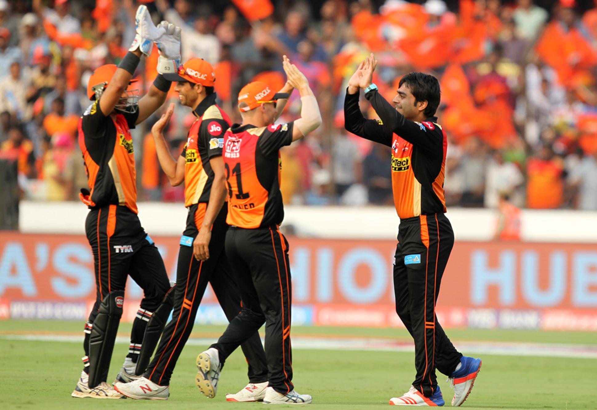 SRH V GL: दो मैचों में केवल एक ही विकेट हासिल कर पाने वाली गुजरात लायंस का लोगों ने जमकर उड़ाया मज़ाक