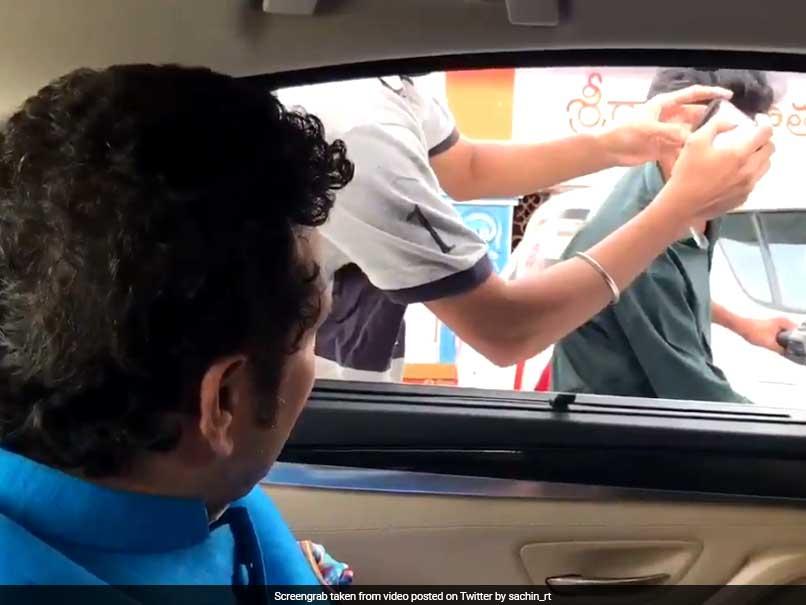 विडियो : बीच सड़क सचिन तेंदुलकर ने ट्रैफिक नियम तोड़ने वालो को दी कभी न भूलने वाली सीख
