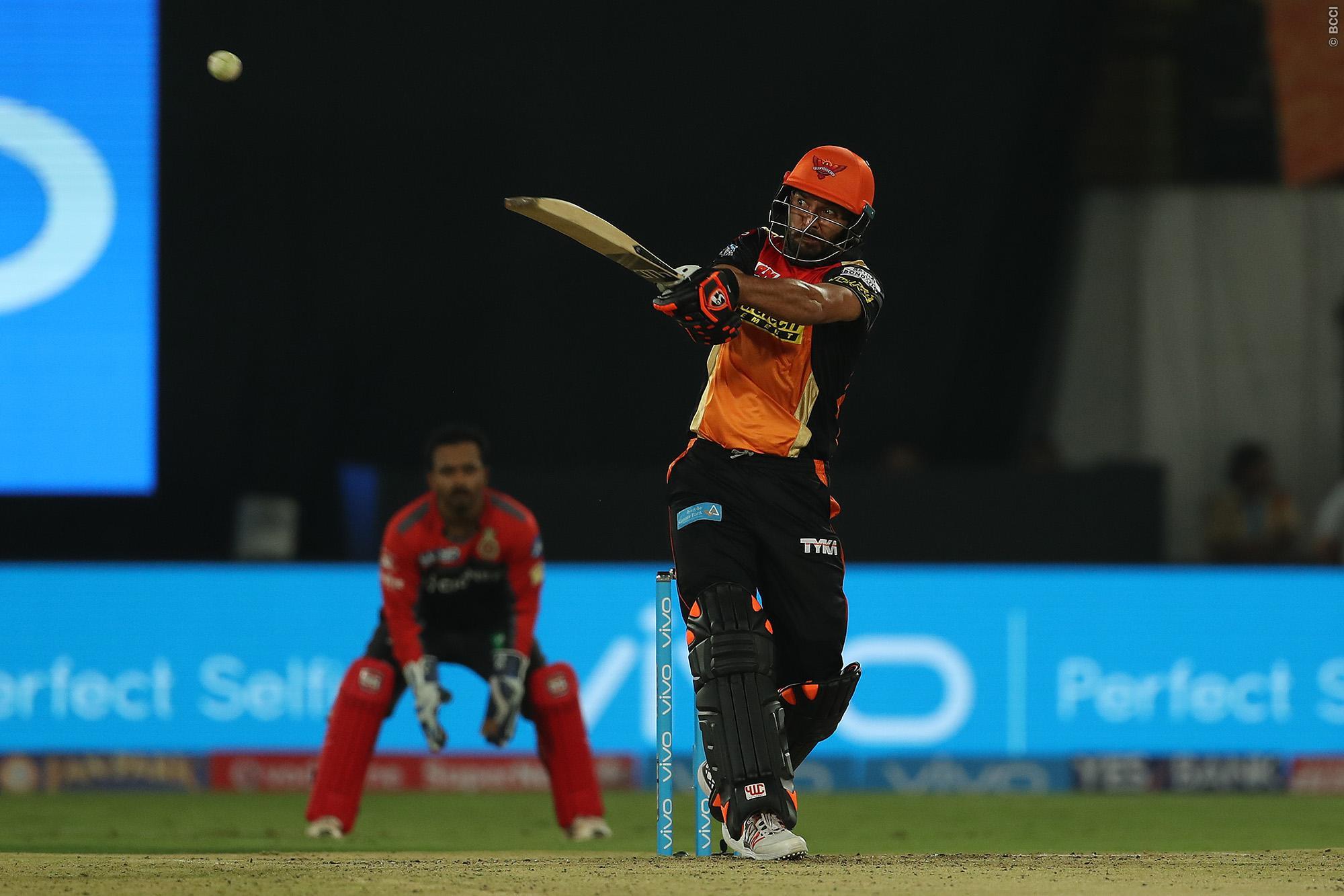 विडियो: आईपीएल के पहले ही मैच मे युवराज सिंह ने खेली आतिशी पारी मात्र 27 गेंदों में बना डाले 62 रन