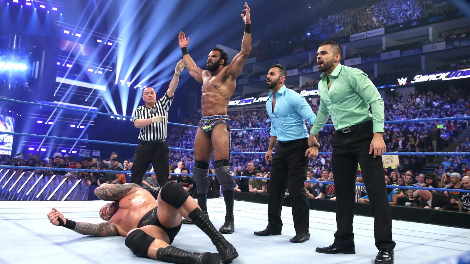 WWE SMACK DOWN रिजल्ट 10 मई 2017, अंत में भारतीय रेसलर पड़ा WWE चैंपियं पर भारी 36