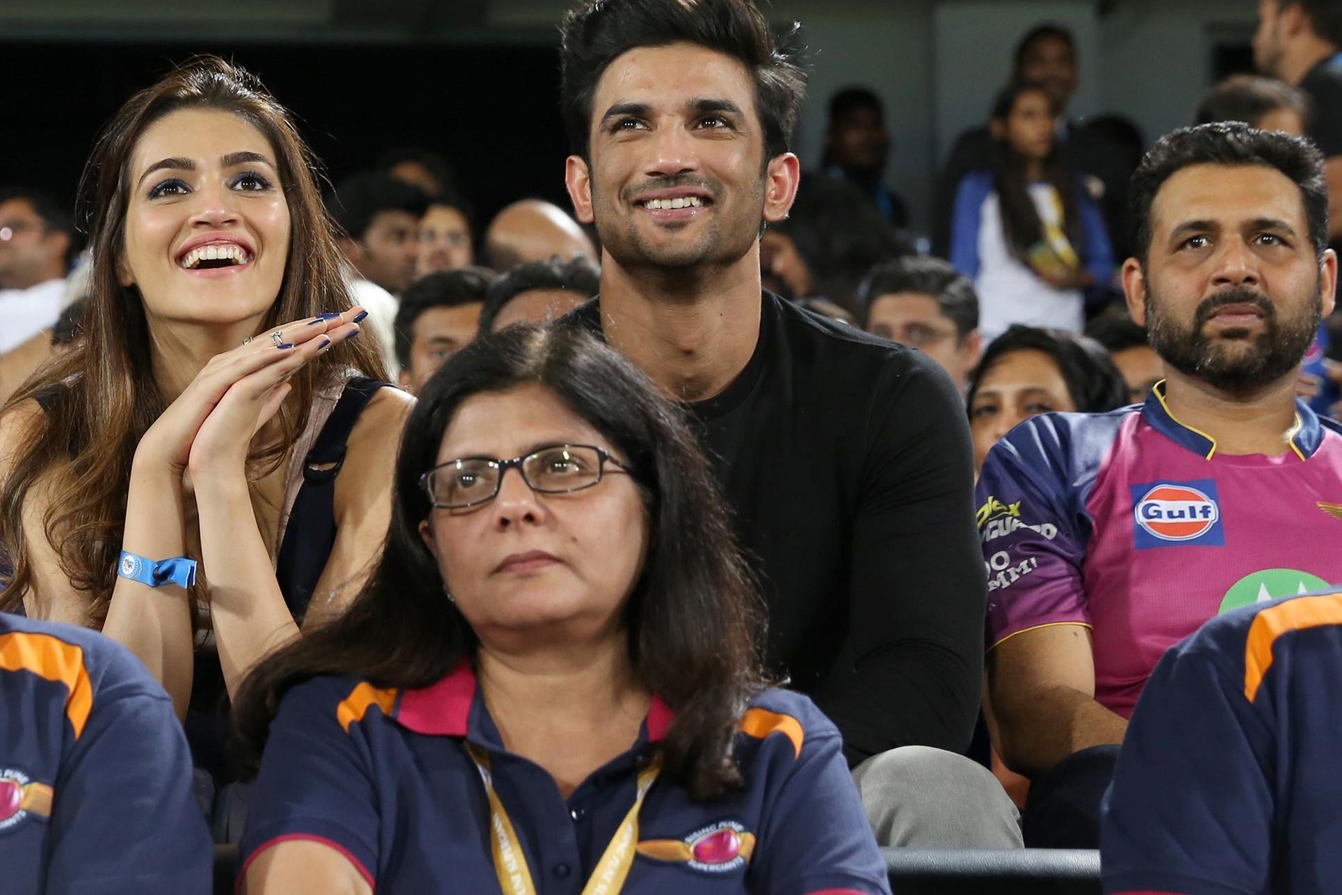 पुणे और मुंबई के बीच फाइनल मैच के दौरान इस खुबसुरत अभिनेत्री के साथ दिखे रील धोनी 49