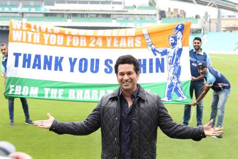 क्रिकेट के भगवान ने यहाँ किया अपनी फिल्म का प्रचार 21