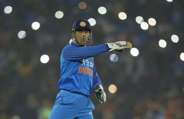 महेंद्र सिंह धोनी के पास है गिलक्रिस्ट को पीछे छोड़ नम्बर 1 विकेटकीपर बल्लेबाज बनने का मौका