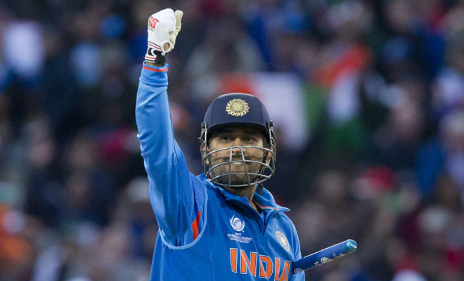 महेंद्र सिंह धोनी ने विराट कोहली के चैरिटी डिनर में किया उस गेंदबाज़ का खुलासा, जिससे उन्हें लगता था सबसे ज्यादा डर
