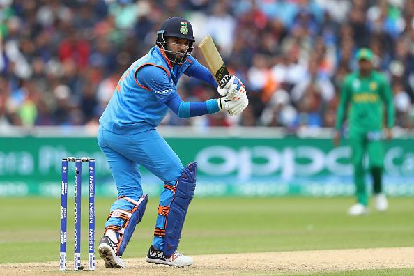 युवराज की बल्लेबाजी के बाद सहवाग ने किया विवादास्पद ट्वीट, किया अपशब्दों का प्रयोग