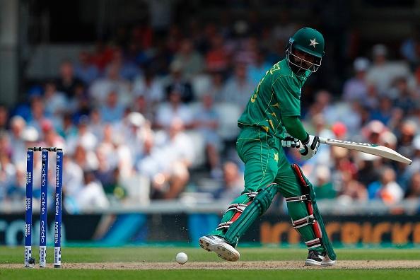 वीडियों- ये क्या हुआ मोहम्मद हफीज विकेट पर गेंद लगने के बाद भी नहीं हुए आउट
