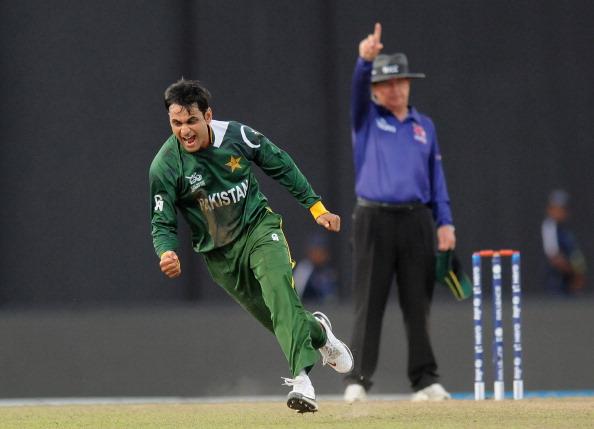 एक बार फिर से बुरे फंसे मोहम्मद हफीज, ECB ने लगाया गेंदबाजी करने पर बैन