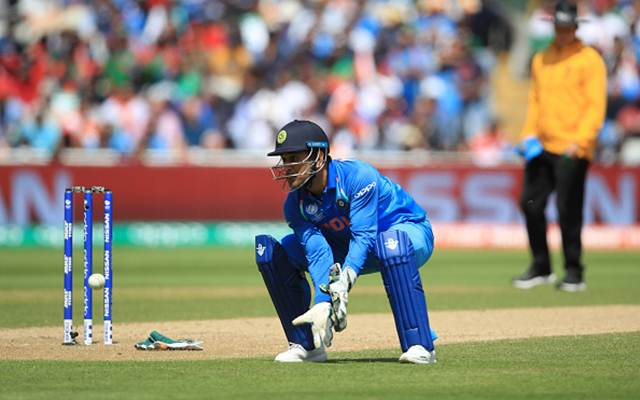 महेंद्र सिंह धोनी को ग्रेड में नहीं रखना चाहते थे विराट कोहली, कुंबले ने किया धोनी का समर्थन तो भड़के विराट 5