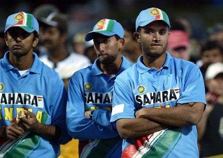फाइनल में मिली हार के बाद राहुल द्रविड़ ने चयनकर्ताओ को दिया धोनी और युवराज का विकल्प ढूढने की सलाह 10