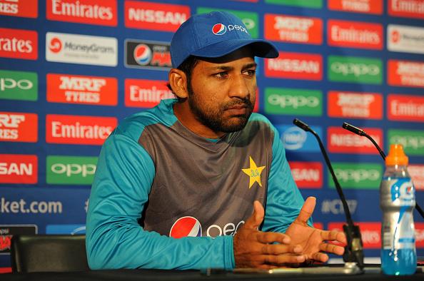 वीडियो: साउथ अफ्रीका के खिलाफ मैच जीतने के बाद सरफराज अहमद को अपनी ही इंग्लिश पर आ गयी हँसी 6