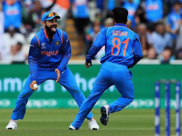 सेमीफाइनल में शानदार गेंदबाजी करने के बाद केदार जाधव ने कोहली नहीं इस भारतीय खिलाड़ी को दिया बेहतर गेंदबाजी का श्रेय
