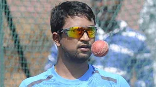 लम्बे समय से भारतीय टीम से बाहर चल रहे इस खिलाड़ी ने गांगुली के समझाने के बाद भी दुसरे टीम से किया खेलने का फैसला 43