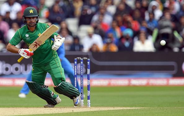 चैम्पियन्स ट्राफी जीतने वाली टीम के साथ सेल्फी लेना अहमद सहजाद को पड़ा महंगा मयंती लैंगर ने भी बनाया मजाक 1