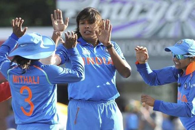 भारत की महिला तेज गेंदबाज झूलन गोस्वामी ने एक बार फिर से वनडे में हासिल किया नंबर वन का ताज 10