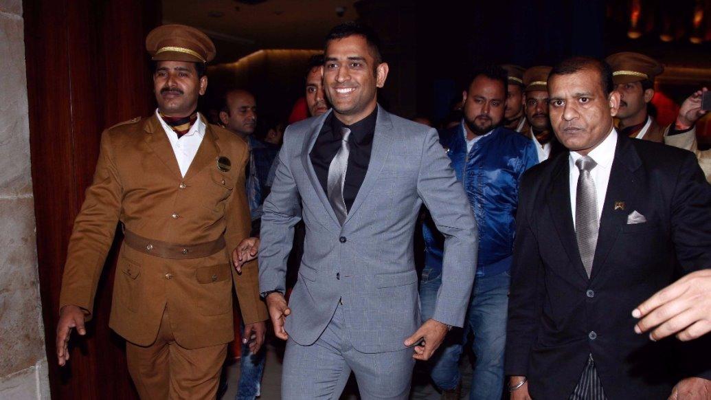 हरमनप्रीत ने दिलाया भारत को विश्वकप फाइनल का टिकट, लेकिन धोनी ने तारीफ करने की बजाय अपने सोशल मिडिया अकाउंट से किया व्यापार