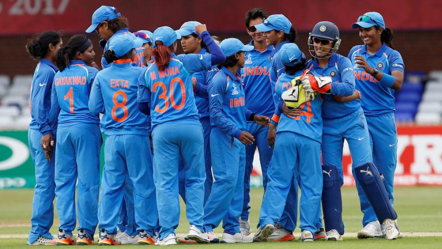 विकिपीडिया के अनुसार बिना फाइनल खेले ही इंग्लैंड को मात देकर आईसीसी विश्वकप 2017 का चैंपियन बना भारत