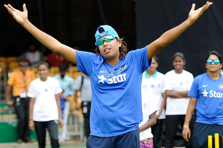 रिकॉर्ड- भारतीय महिला क्रिकेट की सबसे अनुभवी खिलाड़ी झूलन गोस्वामी ने किया वो कारनामा जो अब से पहले नहीं कर सका कोई भी खिलाड़ी