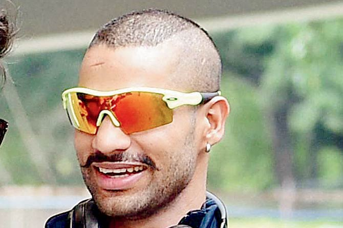 वीडियो: सड़को पर ऑटो रिक्शा चलाते दिखा भारतीय टीम का स्टार खिलाड़ी, शिखर धवन ने शेयर की वीडियो