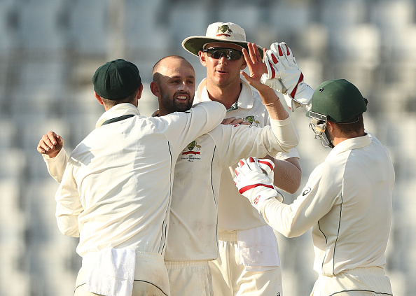 बांग्लादेश ऑस्ट्रेलिया के बीच खेले जा रहे पहले टेस्ट के दूसरे दिन हुआ करिश्मा, ख्वाजा ने पकड़ा सदी का सर्वश्रेष्ठ कैच 5