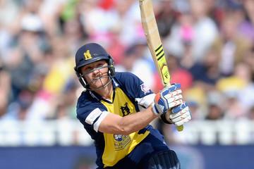 वीडियो: इंग्लैंड के इस बल्लेबाज़ ने लगाया ऐसा शॉट की सभी को आ गयी लगान फिल्म के बाबा की याद