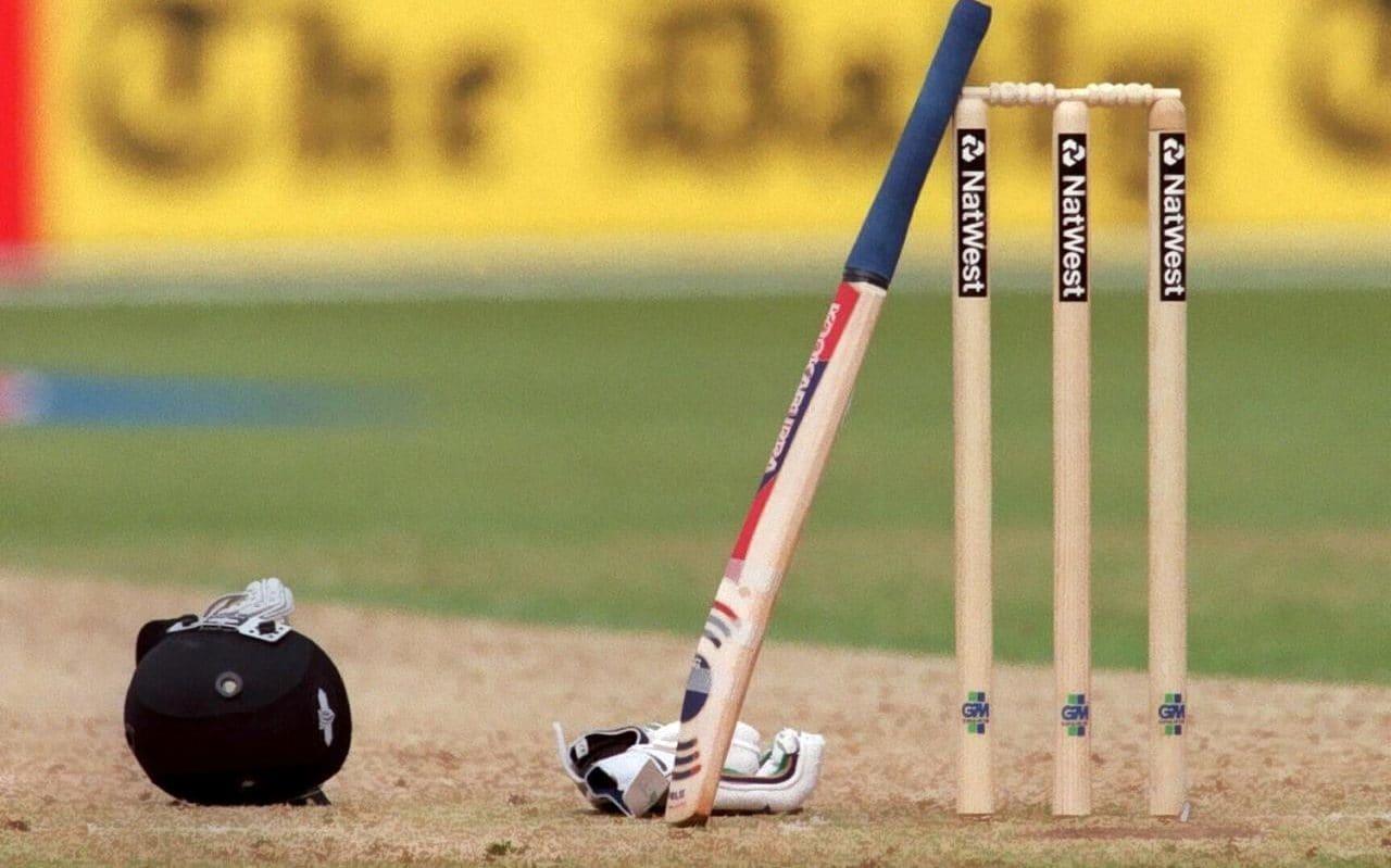 वीडियो- क्रिकेट के मैदान से आई बुरी खबर, गेंद लगने से मैदान पर ही युवा खिलाड़ी का हुआ निधन