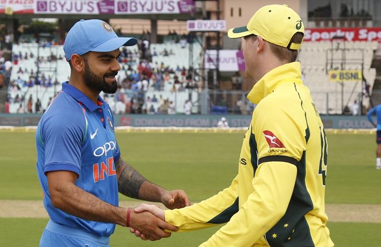 आज भारत के खिलाफ दुसरे वनडे में हाथ पर काली पट्टी बाँधकर उतरे ऑस्ट्रेलियाई खिलाड़ी, जानना नहीं चाहेंगे क्यों? 13