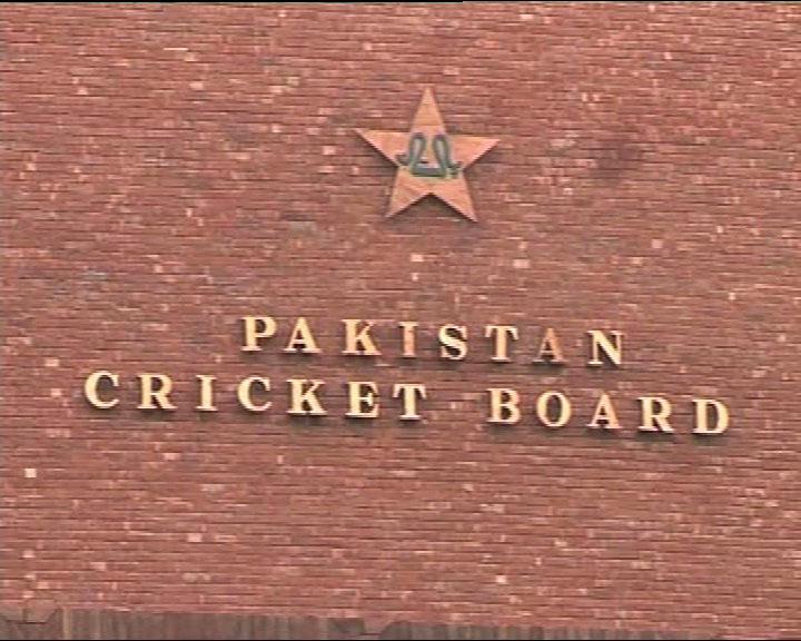 पाकिस्तान के खिलाड़ी ने मैच में साथी बल्लेबाज से की अभद्रता, दी भद्दी गालियां 2