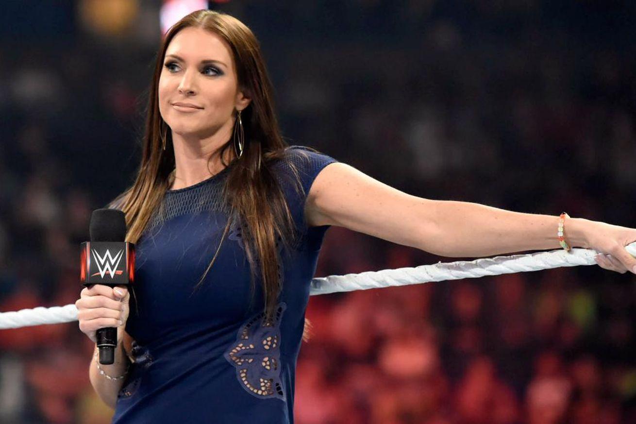FACTS: यहां जानिये विवादों में रहने वाली WWE के मालिक की बेटी स्टेफनी मैकमोहन के बारे में वो बातें जो आप सोच तक नहीं सकते, करा चुकीं हैं ब्रेस्ट सर्जरी 29