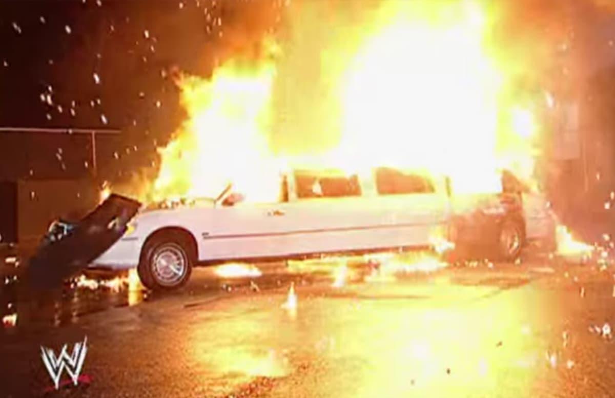 VIDEO: जब WWE के मालिक विन्स मैकमोहन ने रखे अपनी कार में कदम तो कार ही हो गयी ब्लास्ट, विडियो देख खड़े हो जायेंगे रोंगटे 64
