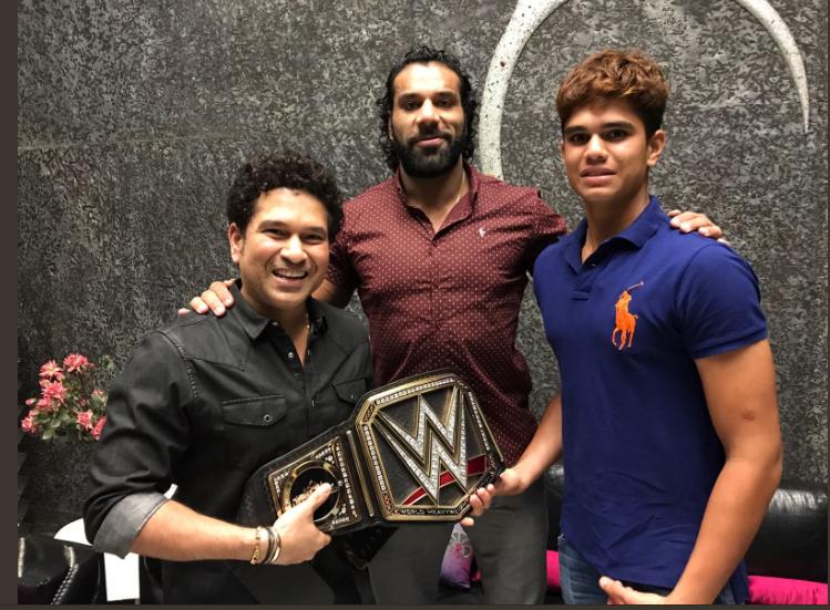 भारत में होने वाले WWE के लाइव इवेंट को प्रमोट करने के लिए सचिन तेंदुलकर के घर पहुँचे जिंदर महल