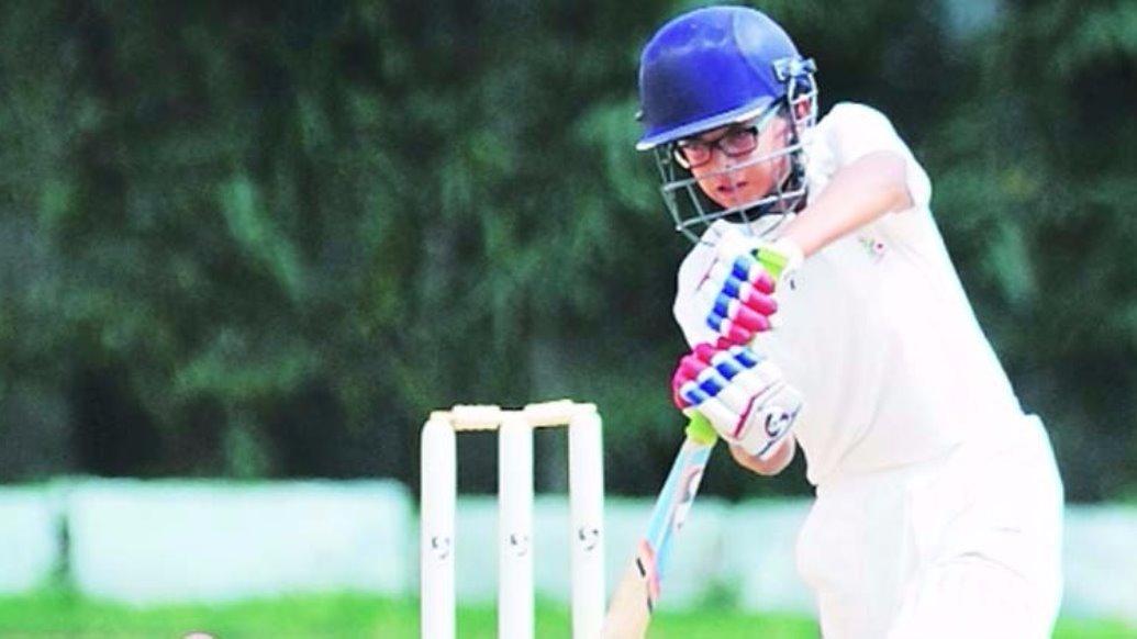 अपने पिता के नक्शे कदम पर चल निकला समित द्रविड़, गेंदबाजी करने से भी डरते है गेंदबाज