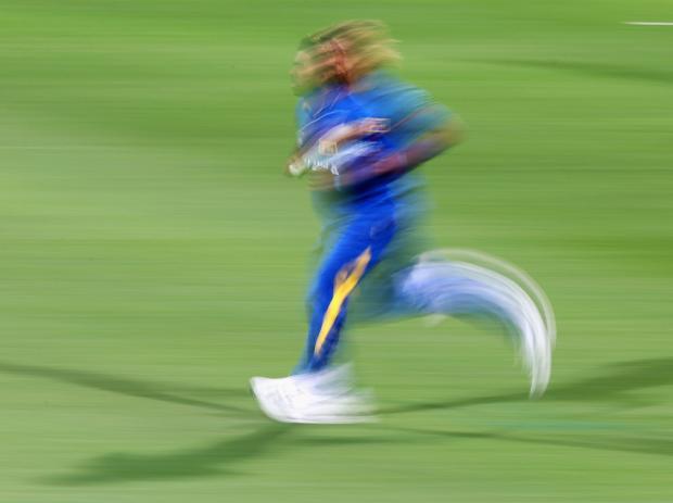डेथ ओवर्स में सबसे खतरनाक बॉलिंग करने वाले विश्व के सर्वश्रेष्ठ 9 गेंदबाज, लिस्ट में 2 भारतीय भी 1