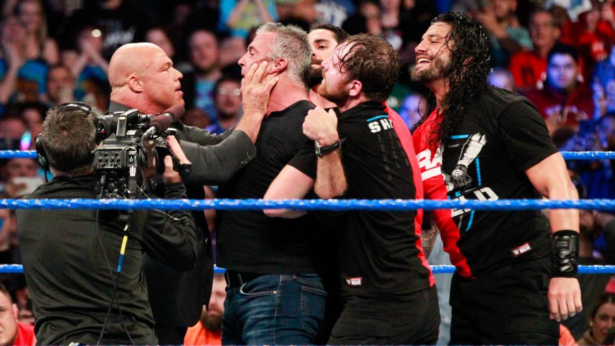 किसने क्या कहा: रॉ के रेस्लरो का स्मैकडाउन पर हमला करने पर फैन्स ने कुछ इस तरह व्यक्त दी अपनी प्रतिक्रियाएं