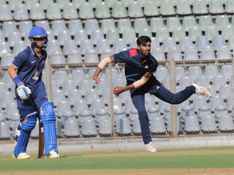 # अद्दभुत: ये है विश्व क्रिकेट के 5 ऐसे गेंदबाज जो दोनों हाथ से कर सकते है गेंदबाजी 63